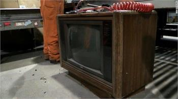 Trash to $100,000 treasure: Cash found in old TV set
